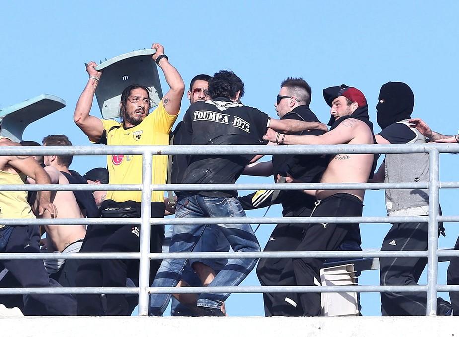 Vandalismo e brigas marcam a final da Copa da Grécia entre PAOK e AEK