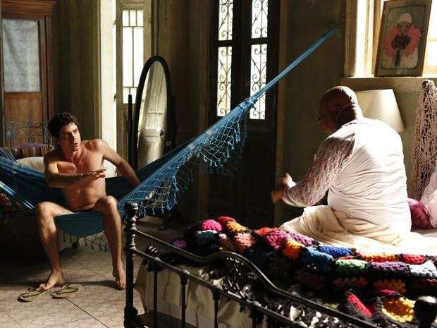 Xana diz estranhar ver Antonio de cueca pela casa (Foto: Ellen Soares/ Gshow)