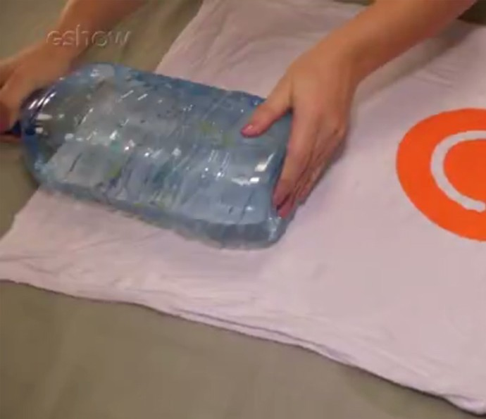 Passar roupa com garrafa pet e água quente pode ser tentador! Veja se rola mesmo (Foto: Divulgação)