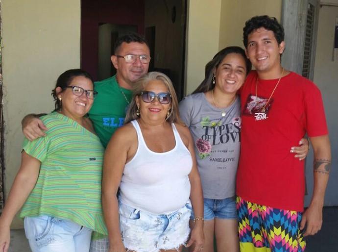 Boa da Semana: A boa para Cristina foi comemorar o aniversario do marido Luizinho, junto dos seus familiares (Foto: Arquivo pessoal)