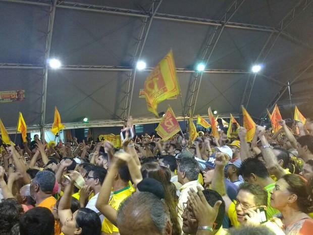 Eleitores de Roberto Cláudio comemoram reeleição (Foto: Roberto Leite/G1)