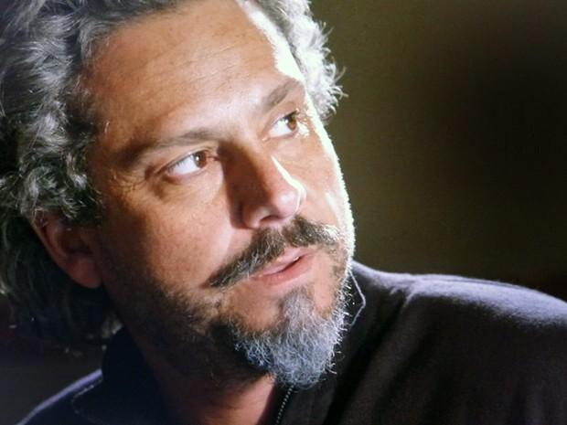 Zé Alfredo fica desconfiado de rival (Foto: TV Globo)