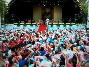 Missa de encerramento da Festa da Penha 2013 reuniu milhares de fiéis (Foto: Reprodução / TV Gazeta)