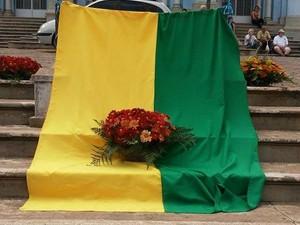 Túmulo de padre Belchior de Oliveira recebe bandeira e flores no Dia da Independência (Foto: Antônio Lemos/Arquivo pessoal)