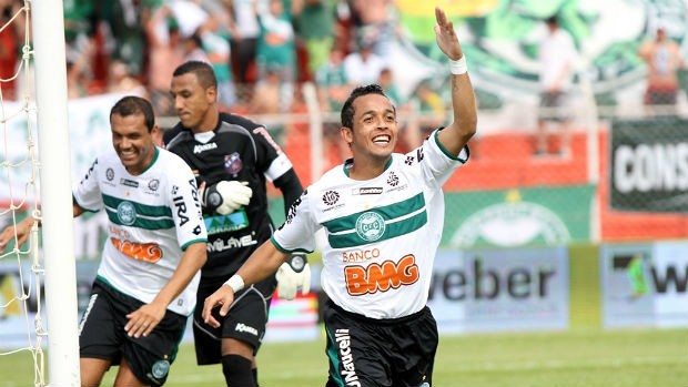 Rafinha comemora gol na vitória do Coritiba sobre o Toledo, no Campeonato Paranaense (Foto: Divulgação/Coritiba Football Club)