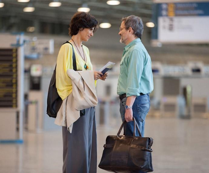 Lauro leva Isabel ao aeroporto em um gesto de amizade à ex mulher (Foto: Fabiano Battaglin/ Gshow)