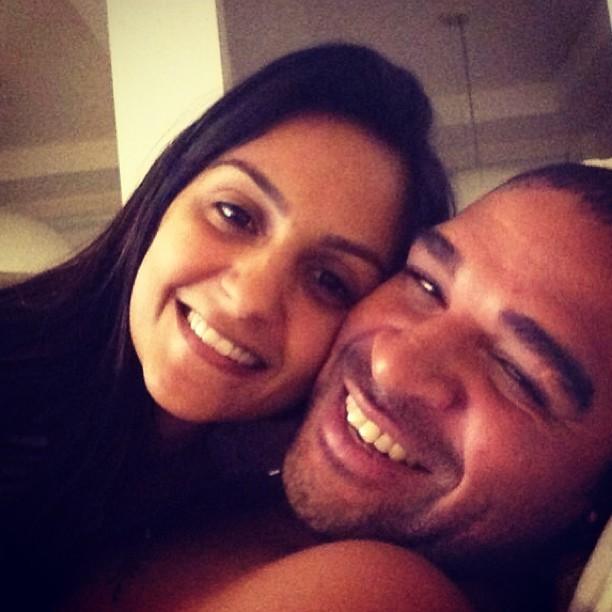 Adriano com a namorada, Renata Fontes (Foto: Instagram/ Reprodução)