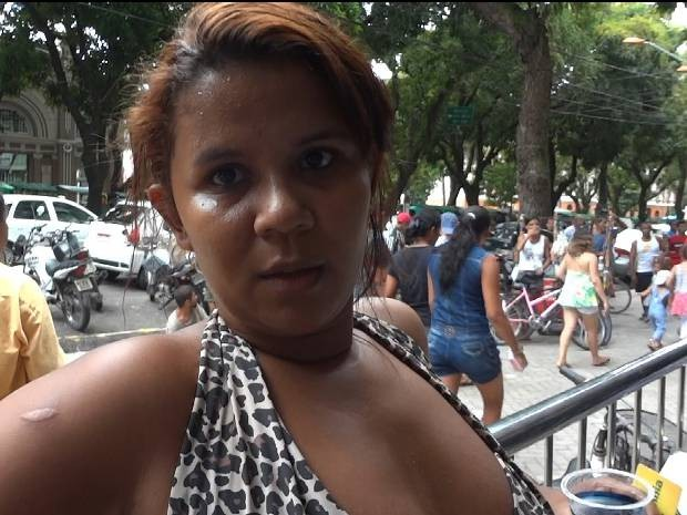 A costureira Roberta Reis, 27, no sabia ao certo o que estava acontecendo. Ela passou por vrias agncias da Caixa Econmica em Belm e disse que todas estavam lotadas. (Foto: Dominik Giusti/G1)