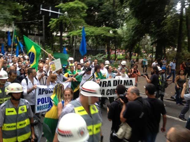 """""""Marcha da Família"""" percorreu ruas do Centro em direção à Praça da Sé (Foto: Tatiana Santiago/G1)"""