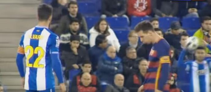 BLOG: Messi quase cospe em zagueiro do Espanyol antes de se estranhar com rival