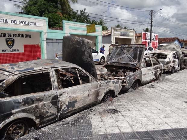 Carros haviam sido apreendidos pela polícia (Foto: Daltro Emerenciano)