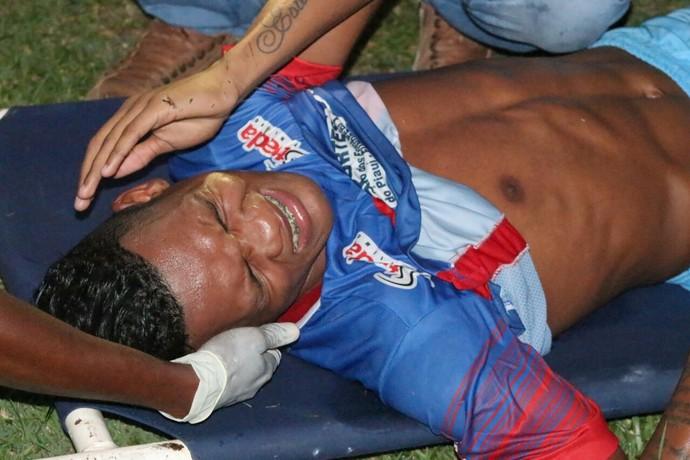 River-PI x Piauí - Testinha sendo atendido (Foto: Wenner Tito )