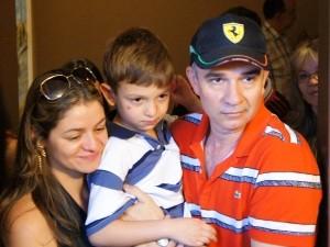 Família comemora a volta de Pedro Paulo (Foto: A. Pinheiro)