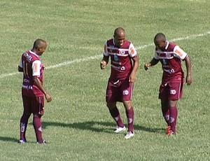 Comemoração de um dos gols da Desportiva sobre o Espírito Santo (Foto: Reprodução/TV Gazeta)