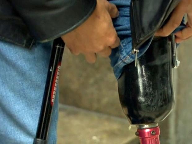 Givanildo Cardoso é deficiente físico e tem dificuldades para renovar o Bilhete Único Especial (Foto: TV Globo/Reprodução)