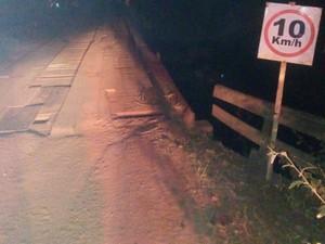 Ponte do local do acidente estaria em reforma há meses, segundo moradores  (Foto: Márcio Gomes Pinho/Arquivo pessoal)