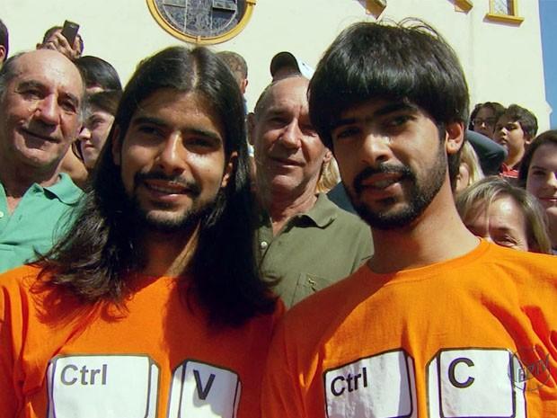 Mesmo gêmeos, irmãos de Pedralva tentam ficar diferentes (Foto: Reprodução EPTV)