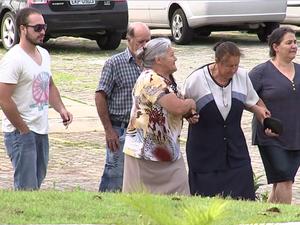 Mãe de prefeito passou mal e foi ajudada por amigos da família (Foto: Reprodução/TV TEM)