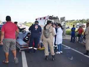 Vítimas foram socorridas por equipes do Corpos de Bombeiros e Samu  (Foto: Walter Paparazzo/G1)