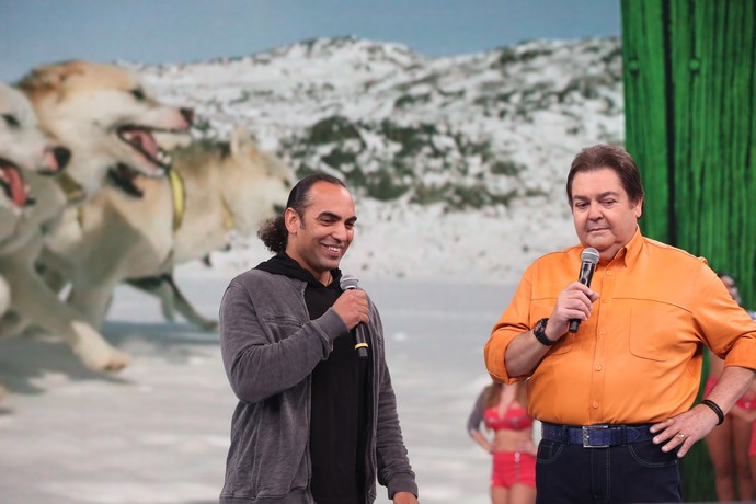 Cristian Dimitrius viajou até a Groelândia e contou tudo no palco do Domingão (Foto: Carol Caminha / Gshow)