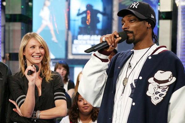 Cameron Diaz e Snoop Dogg estudaram no mesmo colégio durante o ensino médio. A atriz era um ano mais nova que o rapper, então eles não eram tão próximos, mas se conheciam   (Foto: Getty Images)