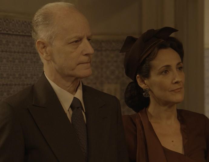 Pais de Leandro fazem nova proposta à Maria (Foto: TV Globo)