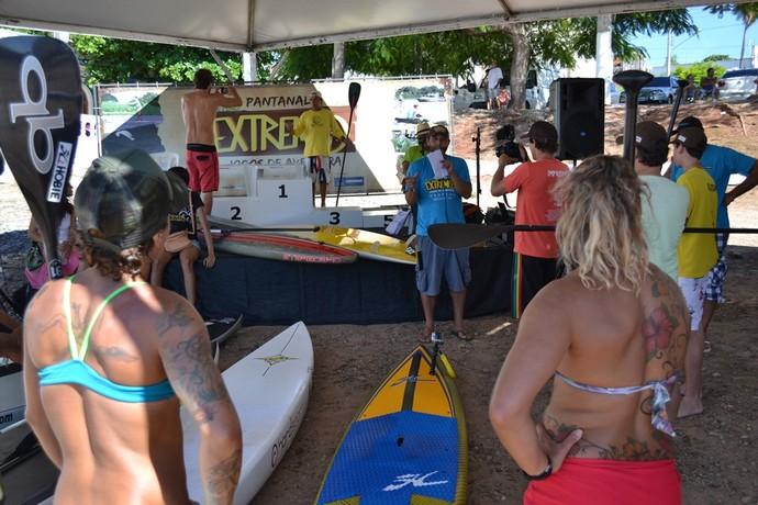 Competidores se reúnem para definir como será a prova de exibição (Foto: Hélder Rafael)