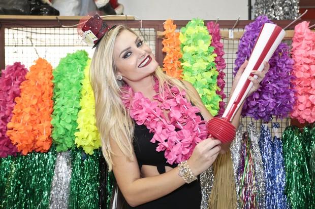 Thaíz Schmitt dá dicas para usar em blocos de Carnaval (Foto: Rafael Cusato/EGO)