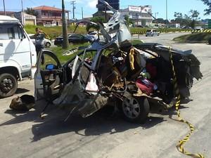 Quatro pessoas ficaram feridas no acidente (Foto: Ramon Bessa)