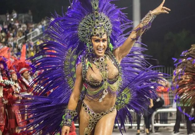 Gracyanne Barbosa no desfile da X-9 Paulistana em 2016 (Foto: AgNews)