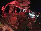 Acidente entre caminhão e micro-ônibus mata quatro em Planalto