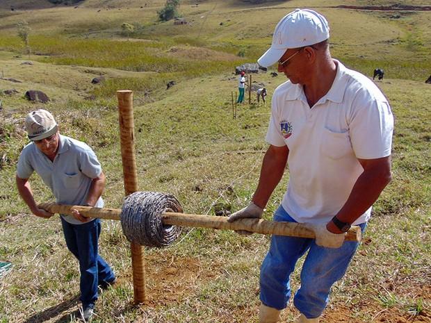 Nascentes preservadas recebem cercamento de proteção (Foto: Prefeitura de Muriaé/Divulgação)