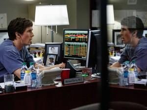 Christian Bale em cena de 'A grande aposta'