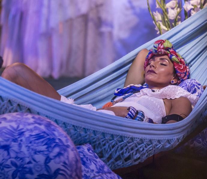 Marinalva descansa na rede (Foto: Artur Meninea/Gshow)