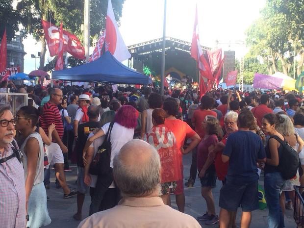 Praça 15 tem palco armado para o ato em defesa de Lula e Dilma (Foto: Daniel Silveira/G1)
