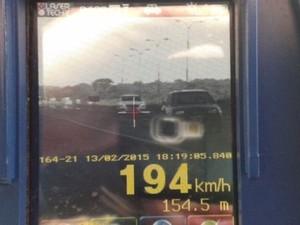 Motorista foi flagrado a 194 km/h na BR-060, em Goiás (Foto: Divulgação/PRF)