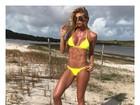 Caroline Bittencourt posa sem Photoshop e mostra barriga trincada
