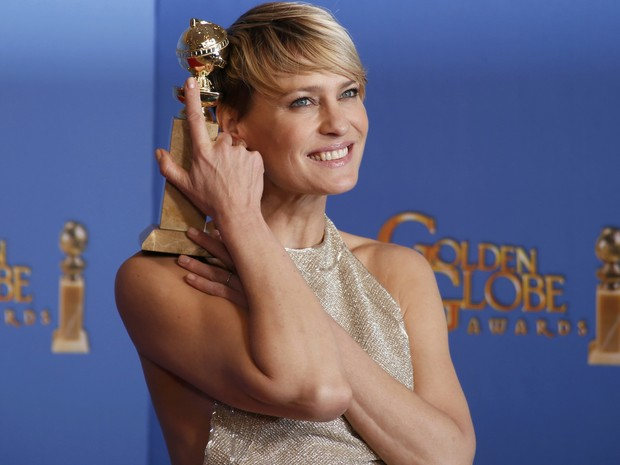 Robin Wright vence o prêmio de melhor atriz em série dramática por 'House of cards' no 71º Globo de Ouro, que acontece neste domingo (12), em Los Angeles. (Foto: REUTERS/Lucy Nicholson)