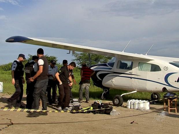 Avião apreedido fazia rota internacional de tráfico de drogas (Foto: TV Verdes Mares/Reprodução)