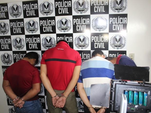 Suspeitos de estupro coletivo em Sigefredo Pacheco foram apresentados pela Polícia Civil em Teresina (Foto: Pedro Santiago/G1)