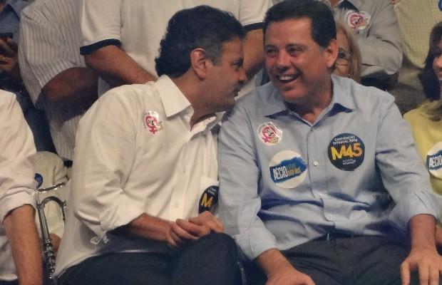Aécio Neves e Marconi Perillo em convenção em Goiás (Foto: Sílvio Túlio/G1)