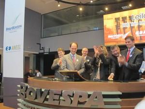 Representantes do consórcio vencedor comemoram resultado na Bovespa (Foto: Gabriela Gasparin/G1)