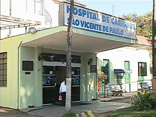 Homem foi socorrido pelos bombeiros e encaminhado ao Hospital São Vicente de Jundiaí (SP) (Foto: Reprodução/TV Tem)