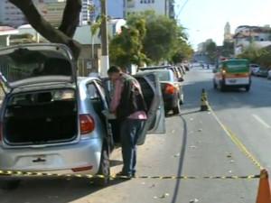mulher desaparecida carro abandonado Centro Divinópolis MG (Foto: Reprodução/TV Integração)