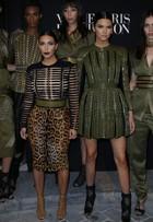 Kim Kardashian e a irmã Kendall Jenner badalam em Paris