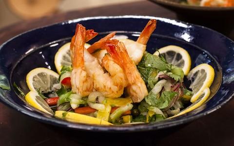 Salada tropical de camarão de Olivier Anquier