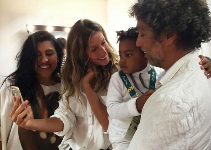 Gisele com Regina Casé antes da festa de abertura (Foto: Reprodução / Instagram)