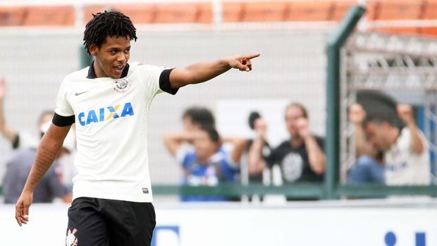 Romarinho comemora gol sobre o Palmeira (Foto: divulgação / reprodução)