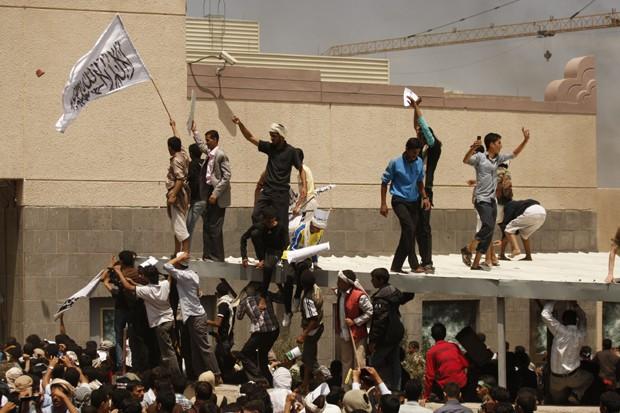 embaixada americana no Iêmen (Foto: Hani Mohammed/AP)