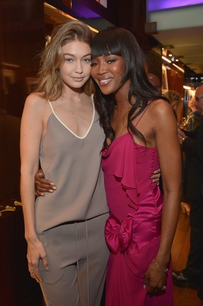 Gigi Hadid e Naomi Campbell em evento em Los Angeles, nos Estados Unidos (Foto: Charley Gallay/ Getty Images/ AFP)